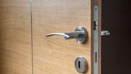 door-1089638_1280-768x512.jpg